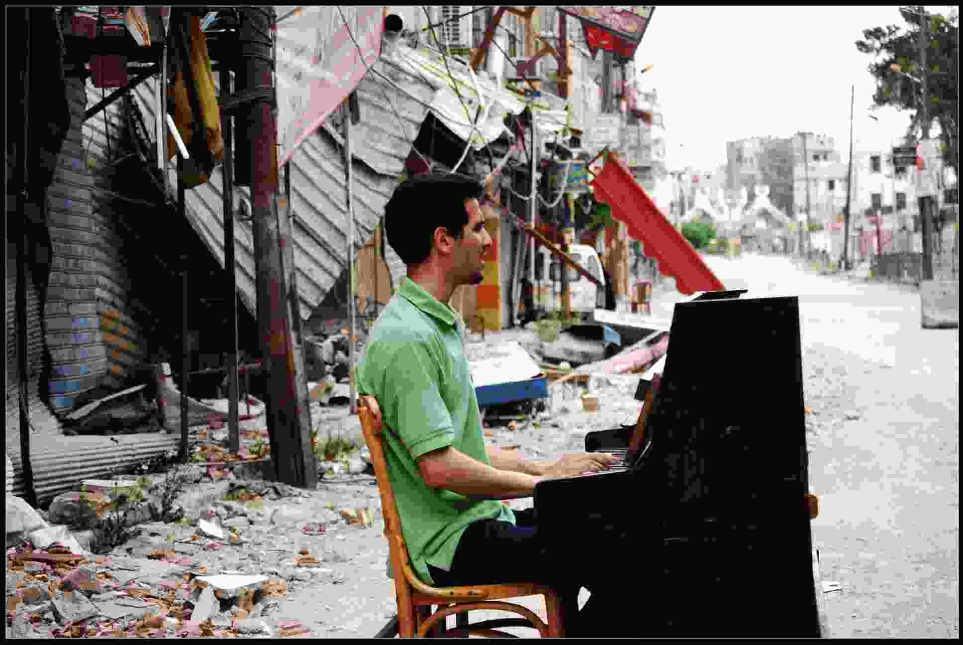 """You are currently viewing Aeham Ahmad: Klavierkonzert und Lesung aus dem Buch """"Taxi nach Damaskus"""""""